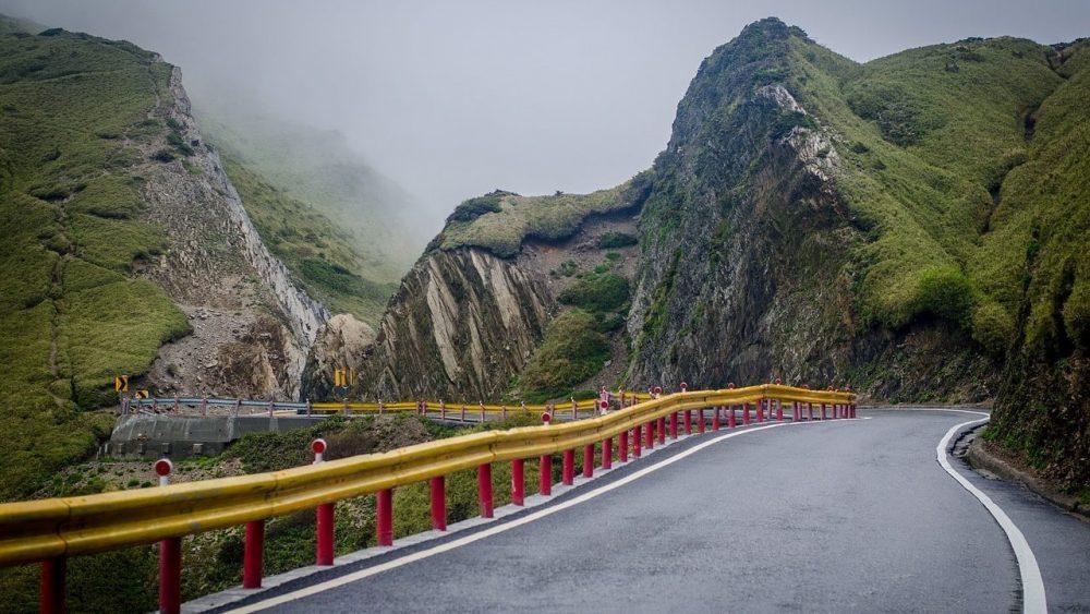 route entre montagne