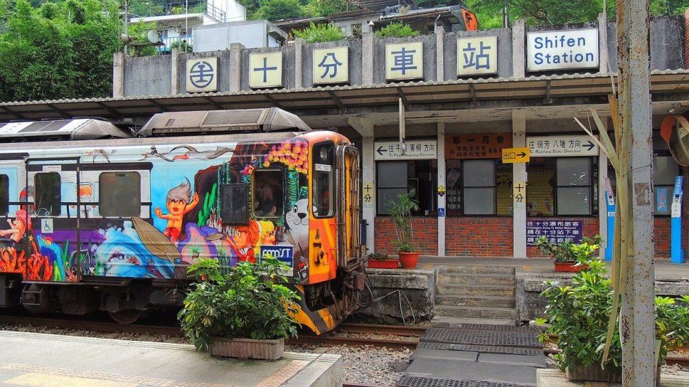 train coloré asie