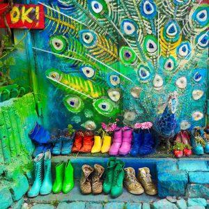 chaussure coloree mur colore