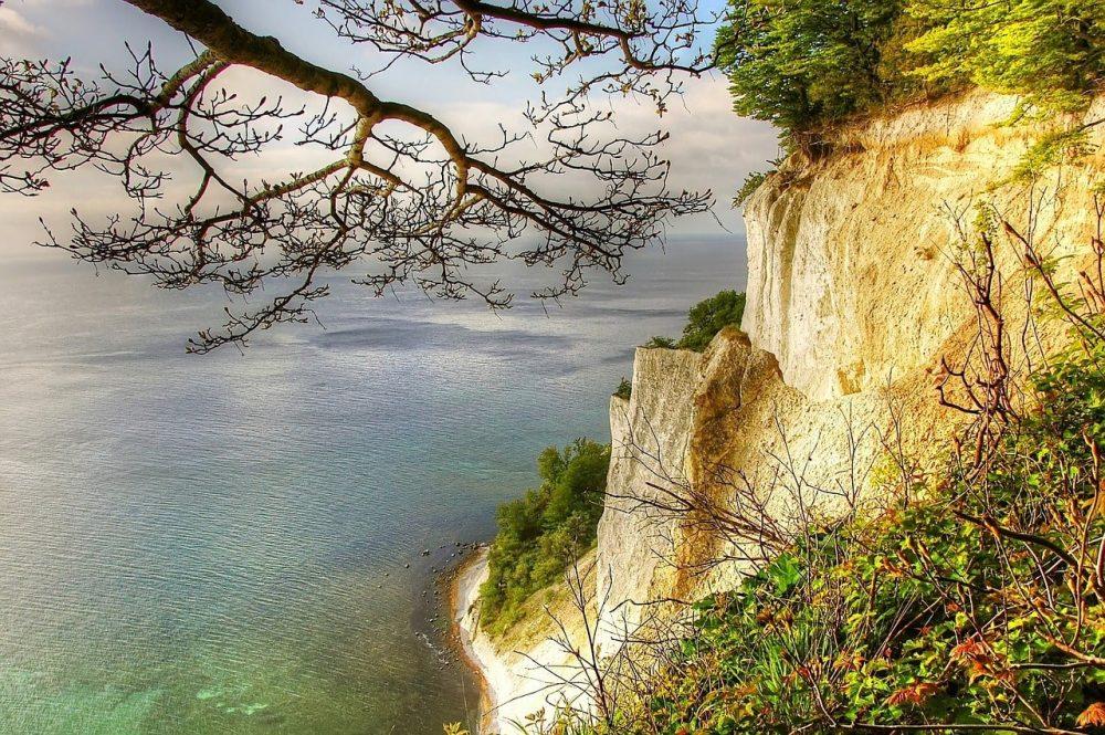 mer avec falaise de craie jaune