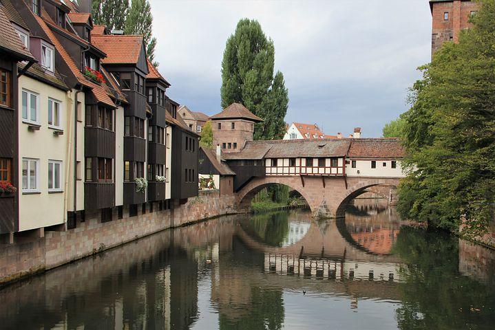 ville medievale avec pont
