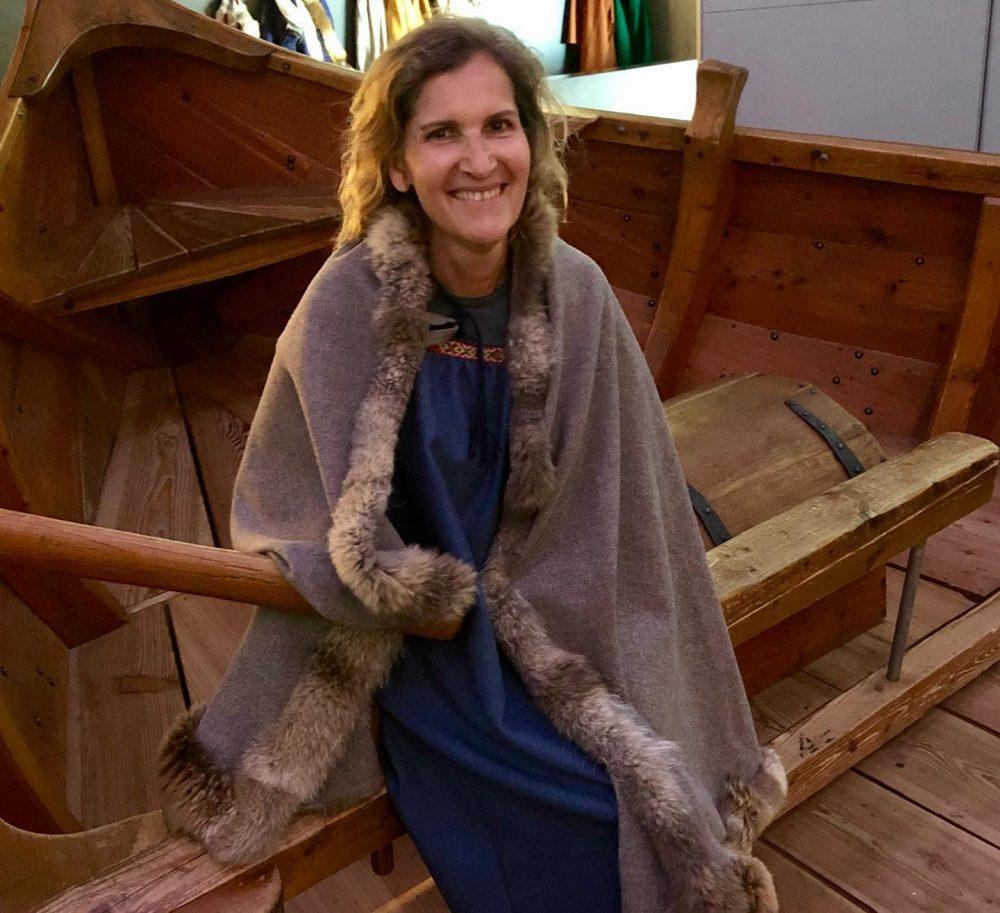 femme habillée en viking