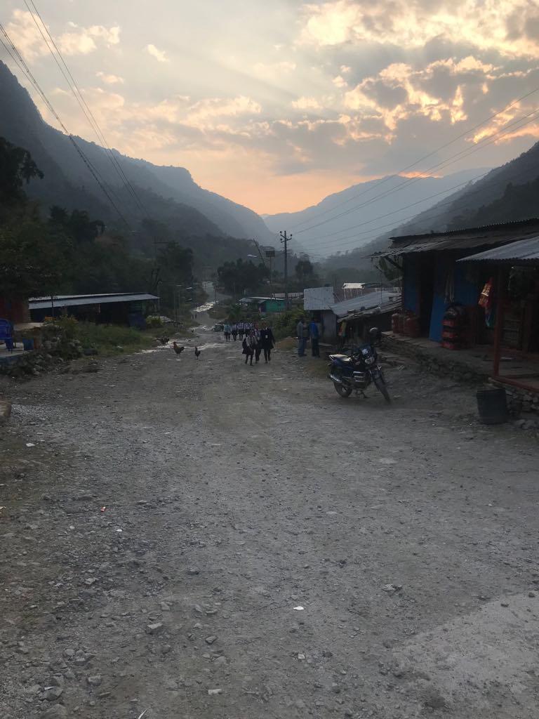 village nepal lever soleil