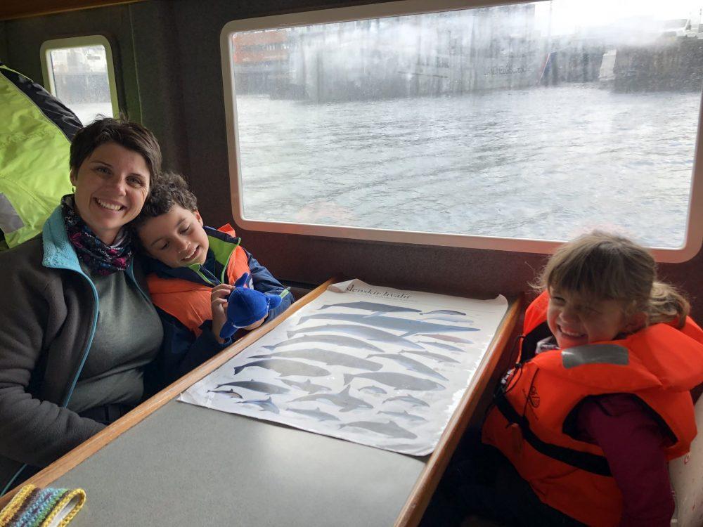 famille dans bateau baleine islande