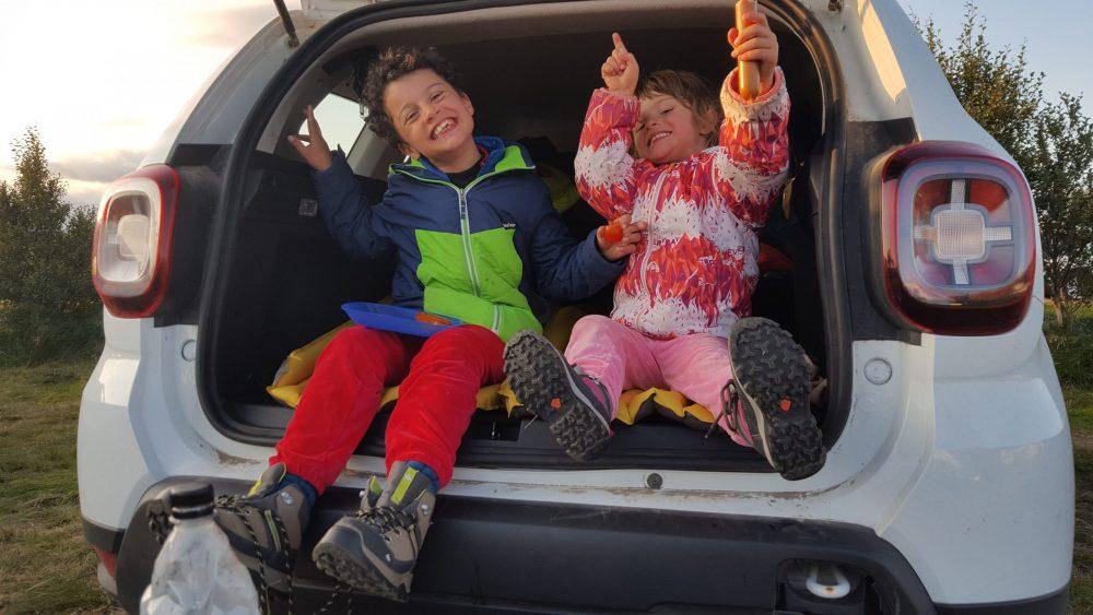 enfants dans coffre voiture