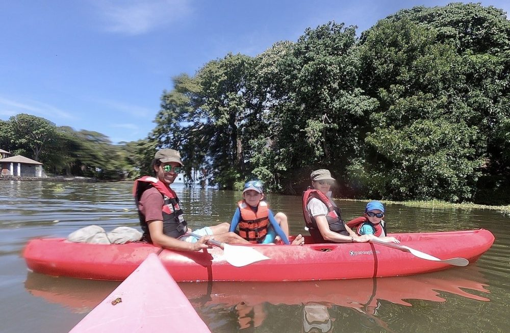 famille en kayak nicaragua