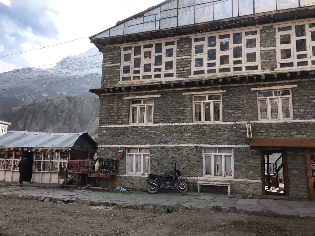 village nepal manang
