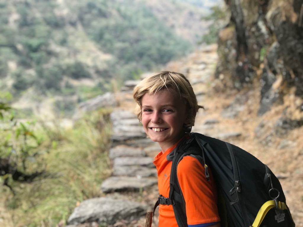 enfant chemin népal