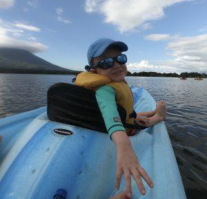 enfant kayak nicaragua