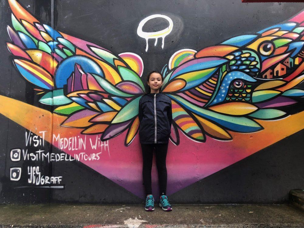ange street art bogota enfant