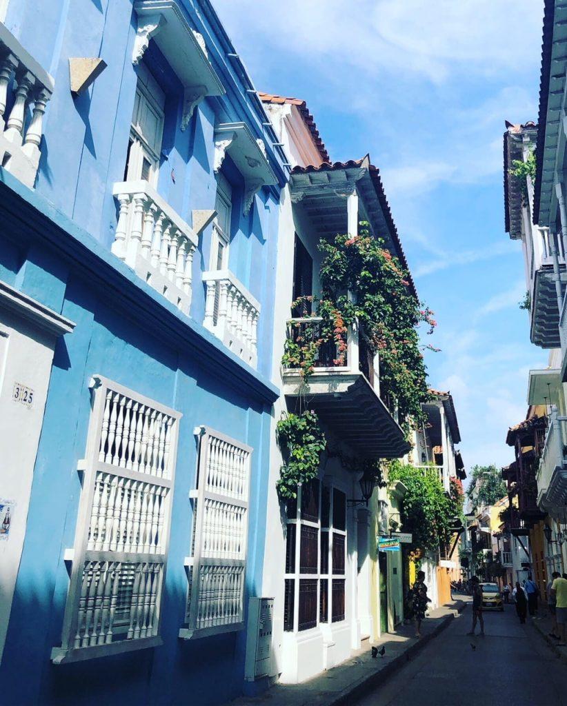 rue aux maisons colorées