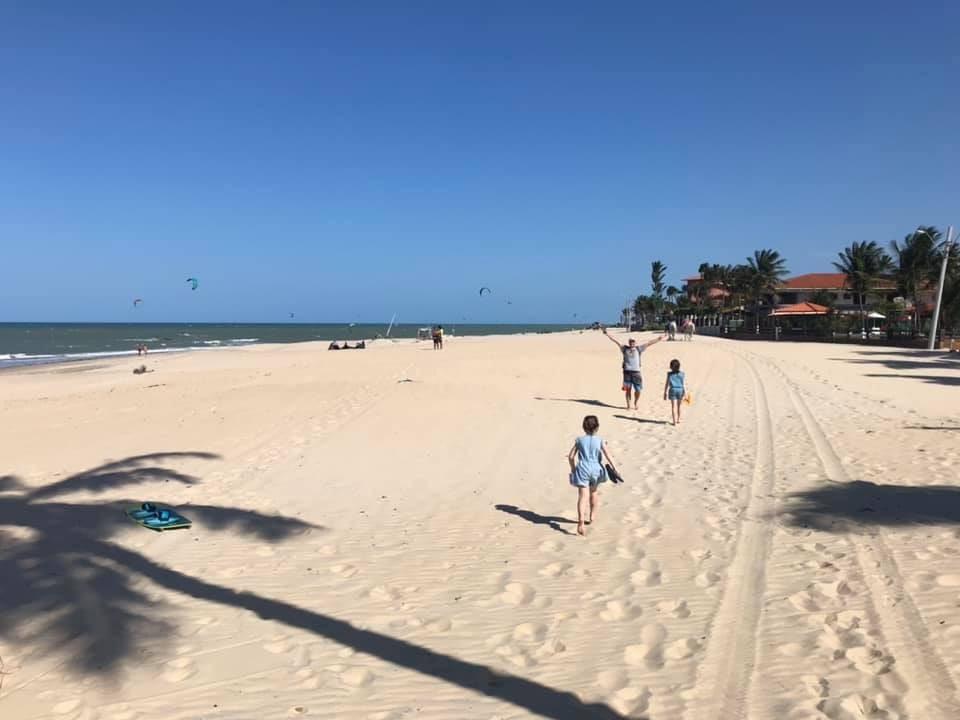 Famille sur une plage au brésil
