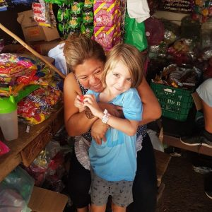 enfant avec habitant nicaragua