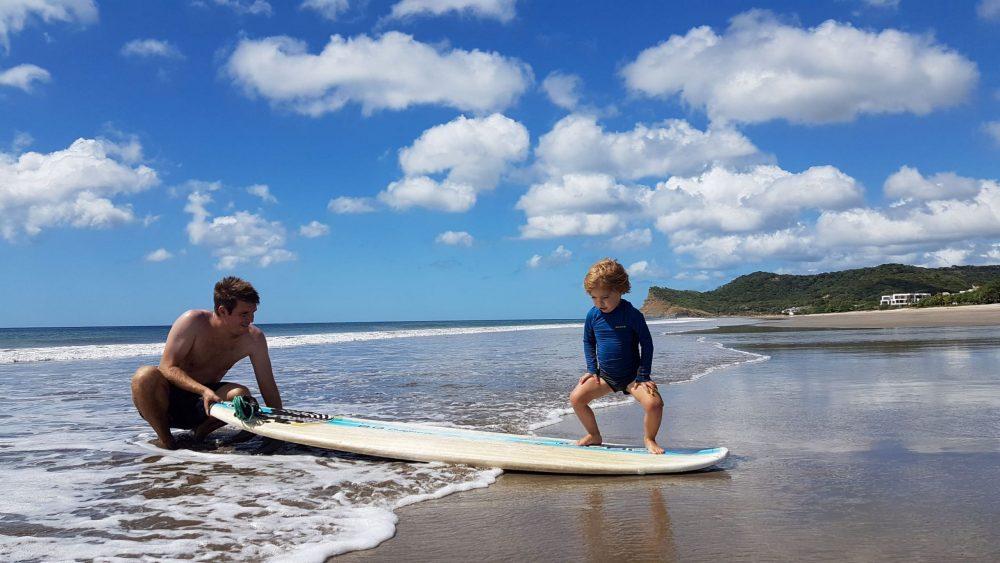 enfant surf nicaragua