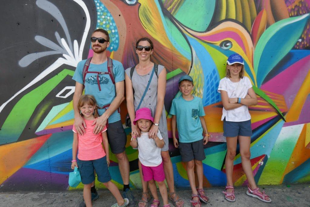 street art famille colombie medelin