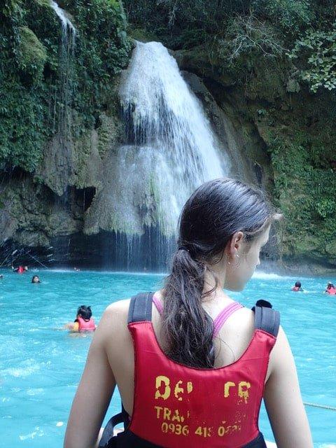Kawasan falls à Moalboal en famille philippines