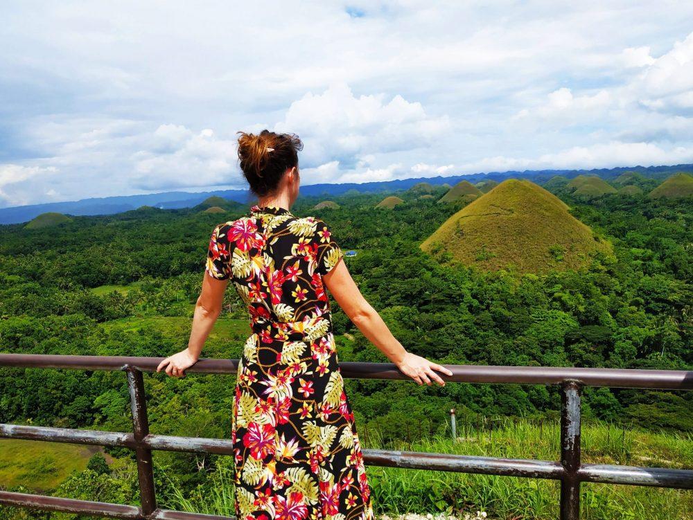 femme devant paysage bohol aux philippines