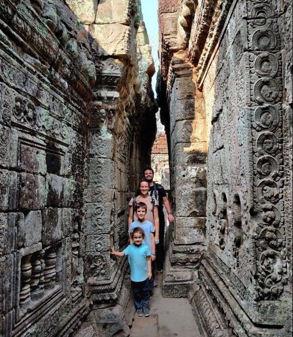 famille de 4 aux temples d'angkor