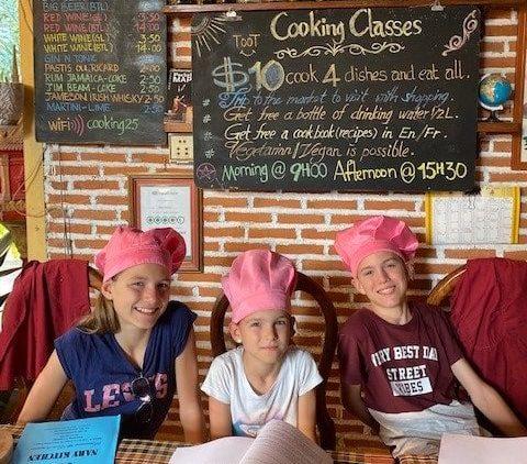 cours de cuisine au cambodge avec 3 enfants