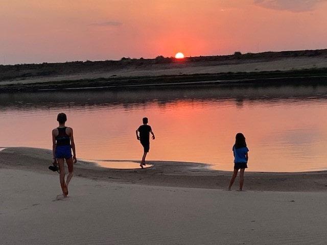 coucher de soleil au cambodge enfants