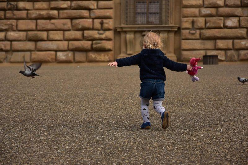Enfant en voyage en Italie