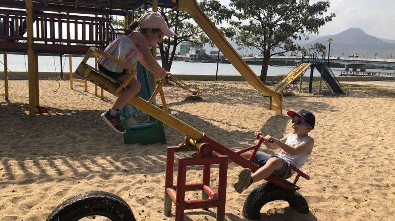 enfant cambodge kampot aire de jeu
