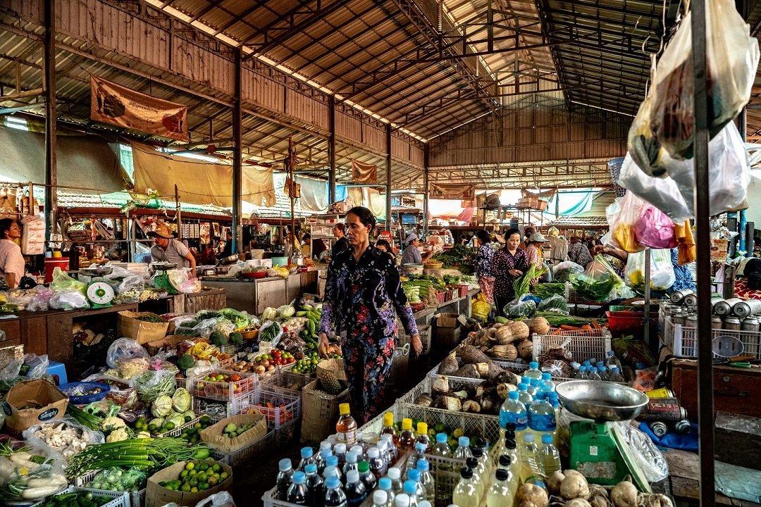 Marché nourriture en famille cambodge
