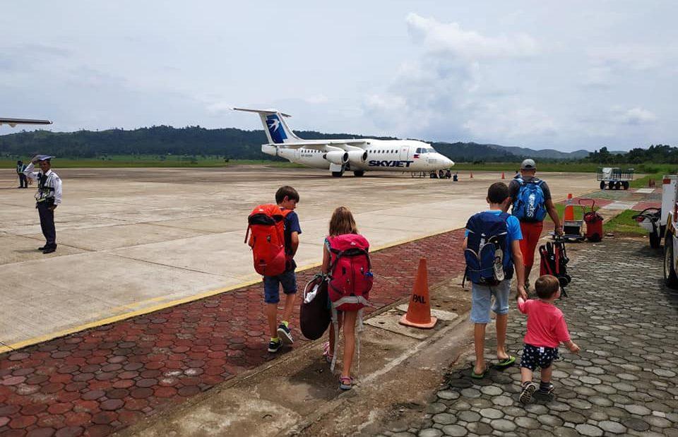 prendre l'avion avec une famille nombreuse