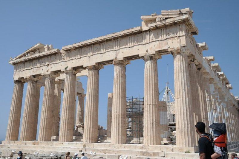 parthenon avec un bebe voyage en grece