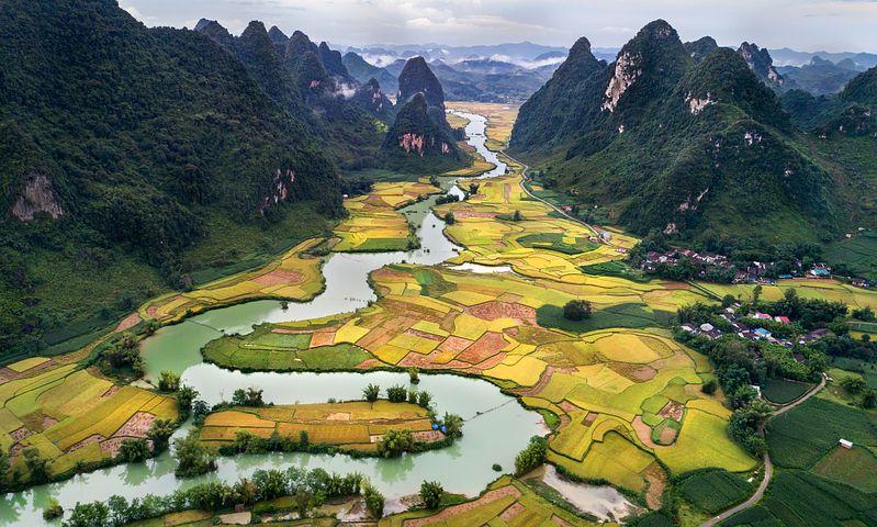 vue aerienne de la baie d'halong terrestre vietnam