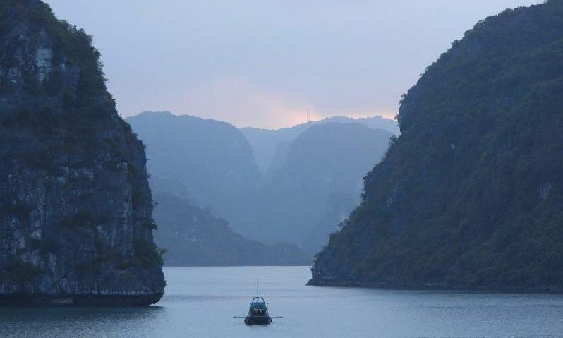 embarcation sur la baie d'halong