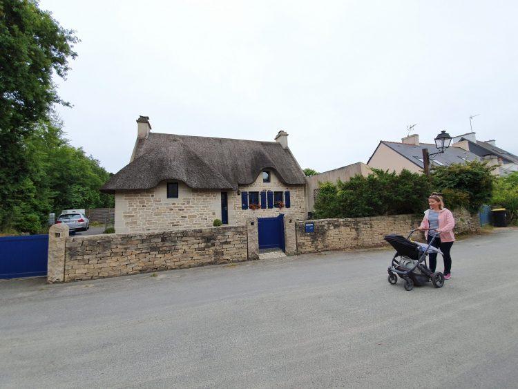 promenade dans un village en bretagne voyage en famille