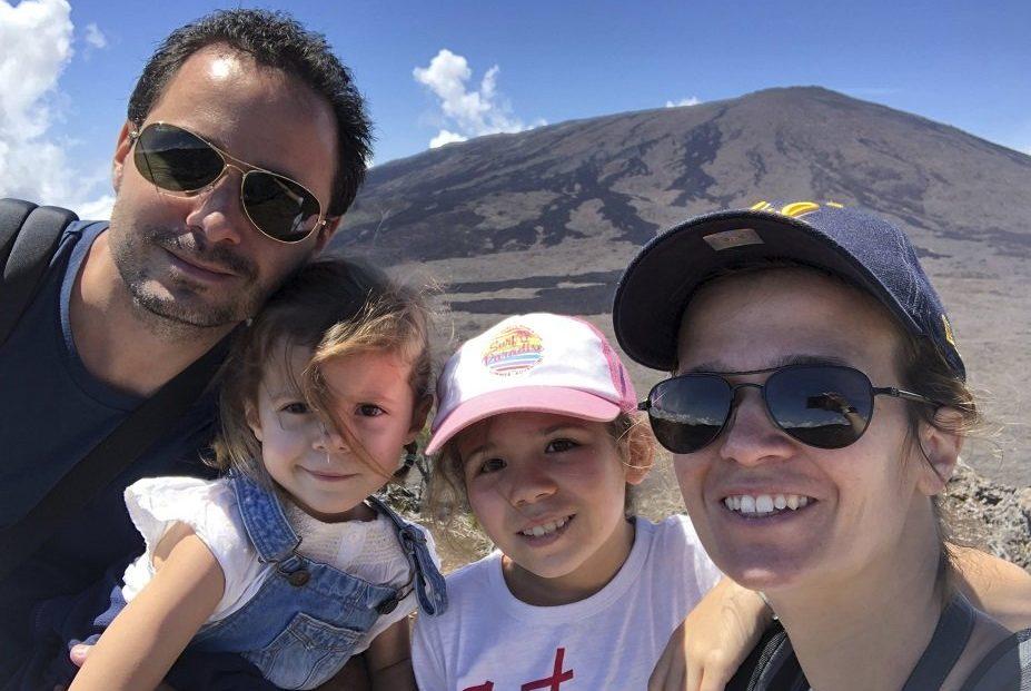 Nous 4 au Piton de la fournaise Reunion voyage famille copie