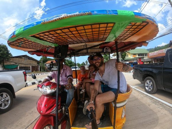 tuk tuk en thailande voyage en famille