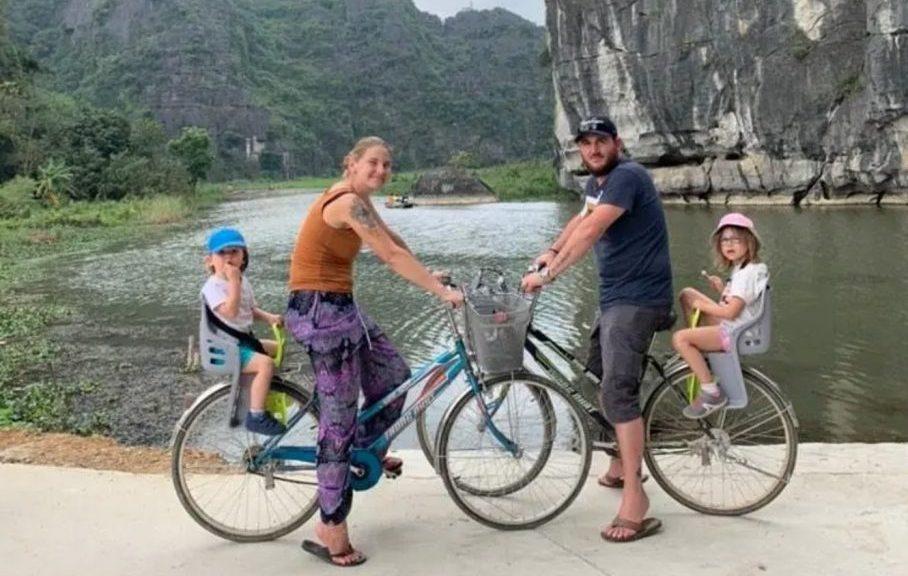 famille en vélo au vietnam