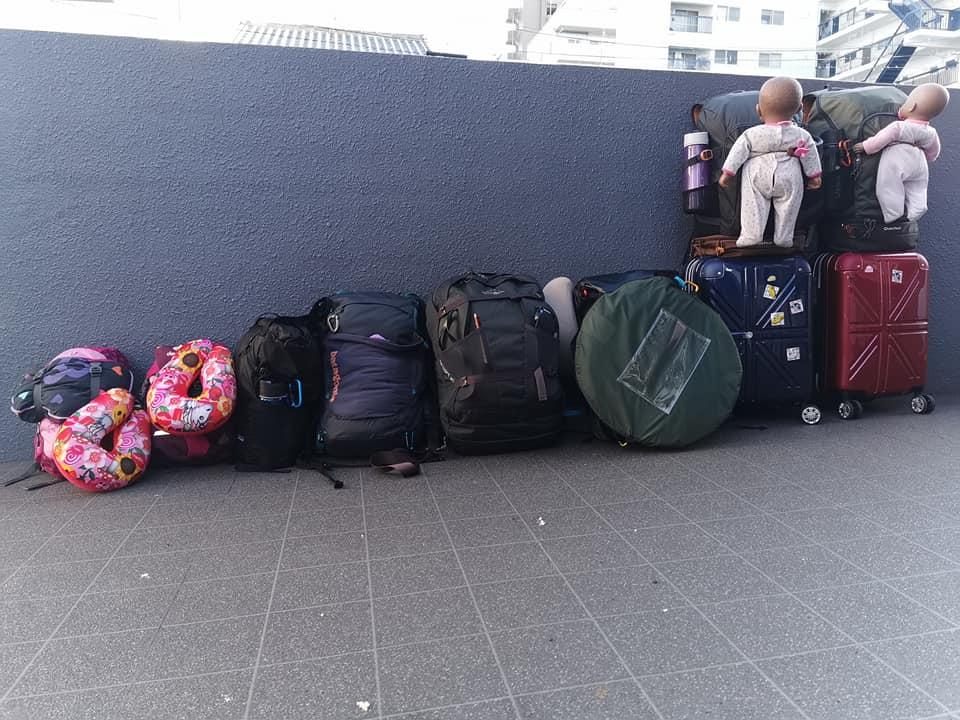 bagage d'une famille voyageant au japon