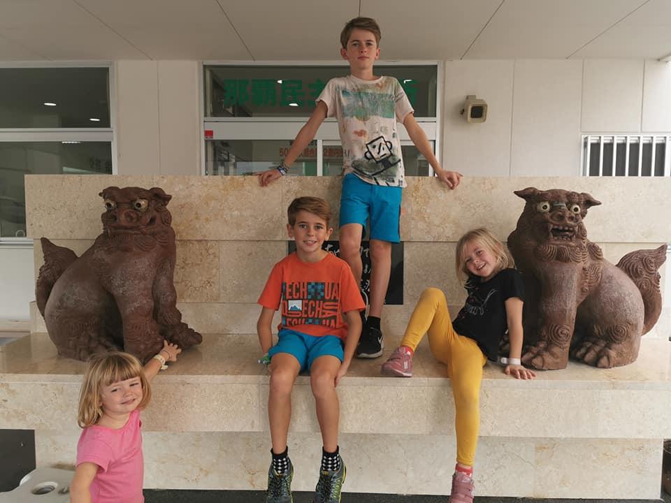 Famille avec 4 enfants au Japon