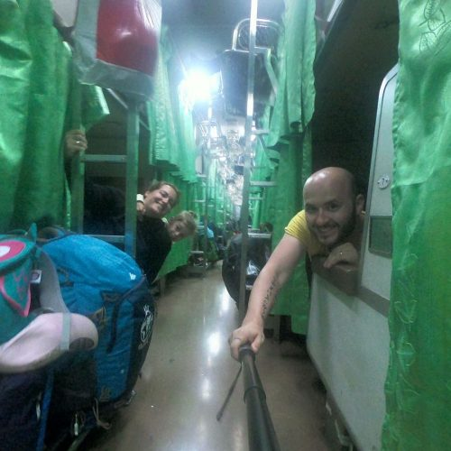 train de nuit en thailande en famille