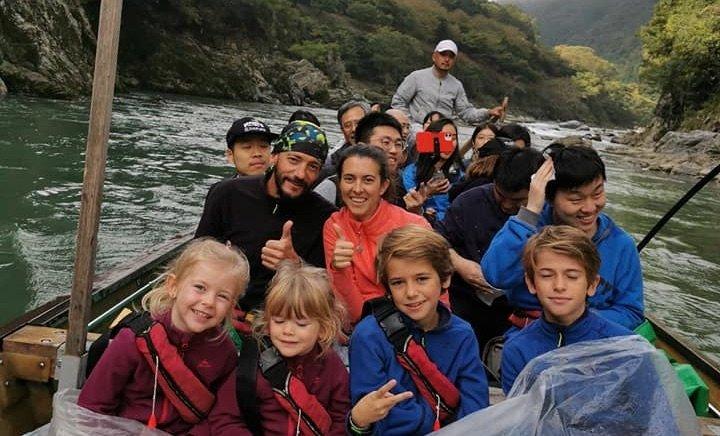 famille sur une barque au japon