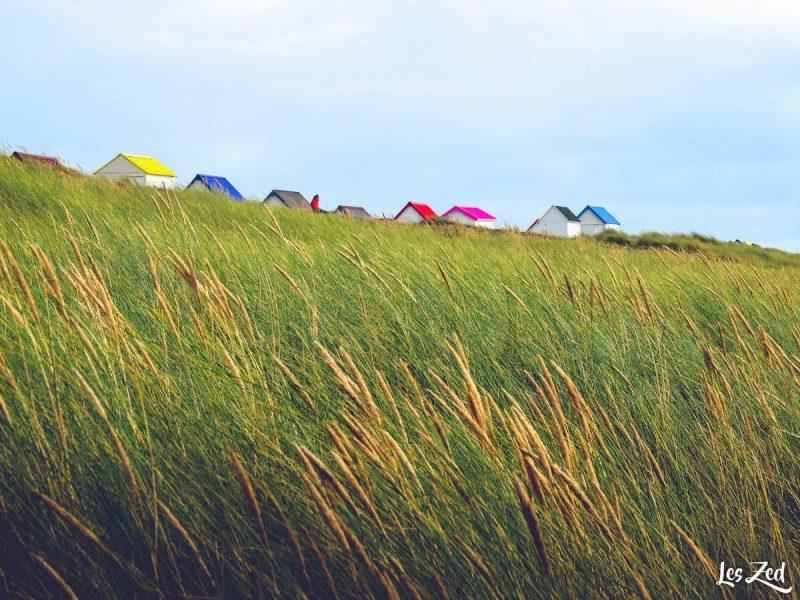 village de gouville sur mer et ses maisons colorées en normandie voyage en famille