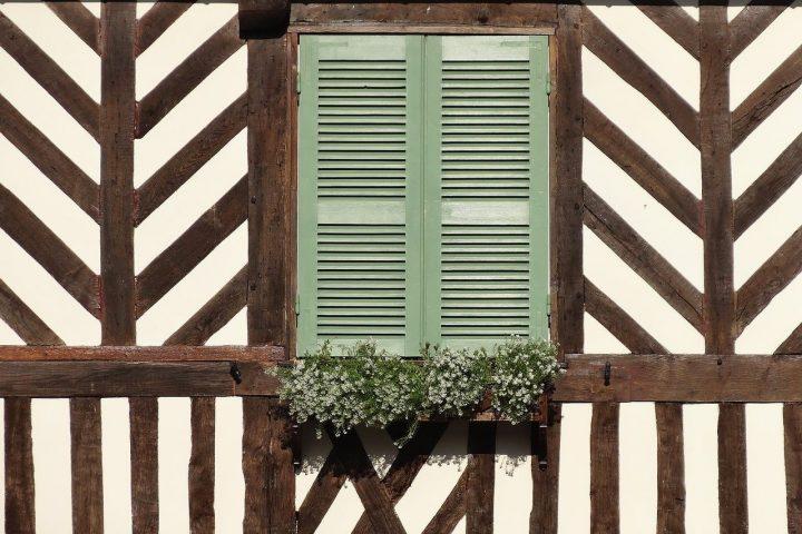 Maison à colombage normandie en famille