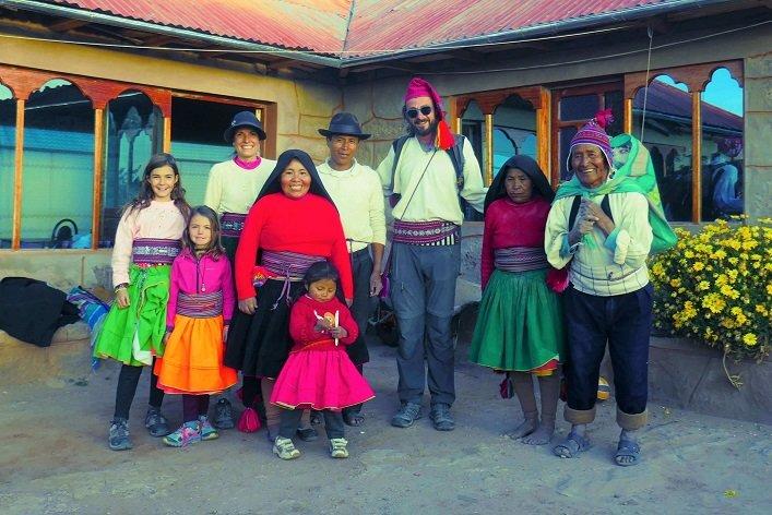 famille quechua ile taquila au pérou