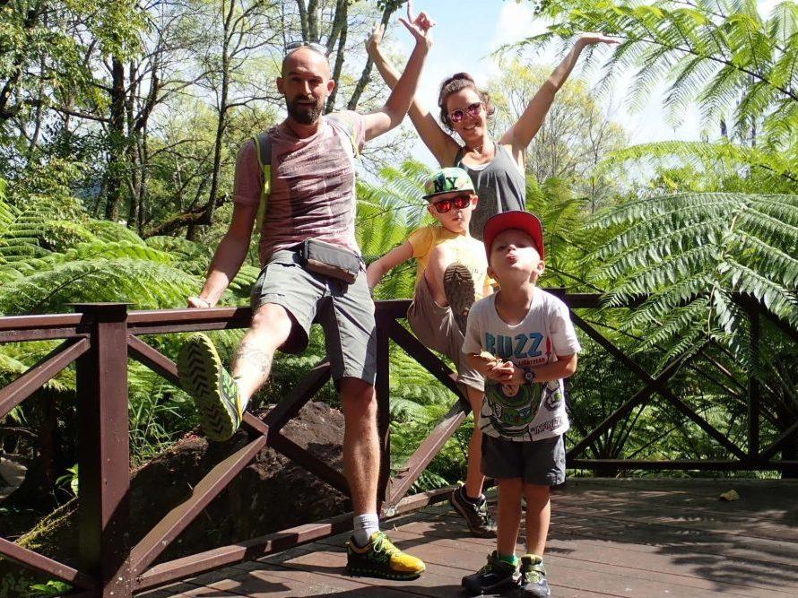 famille en voyage au laos