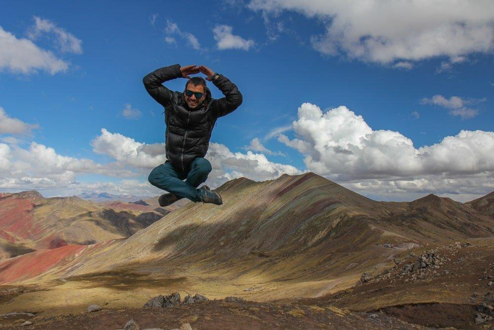 saut devant montagne palcoyo au pérou