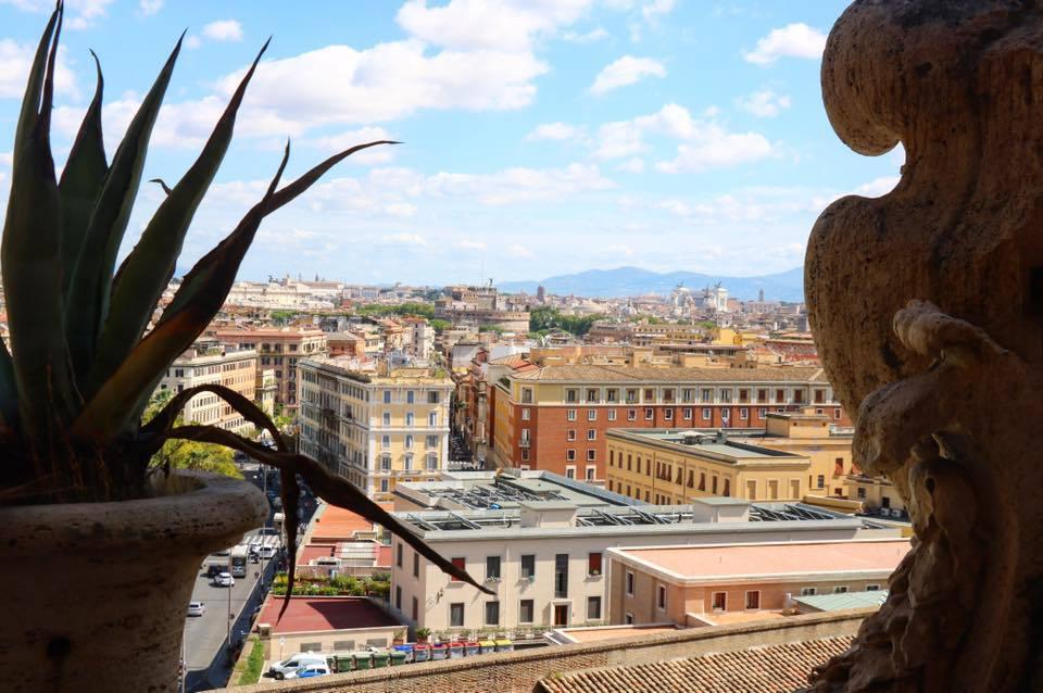 vue sur les toits de rome en italie voyage en famille