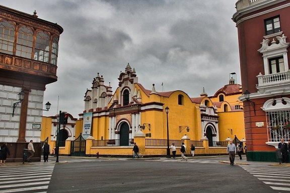 église jaune trujillo plaza armas perou