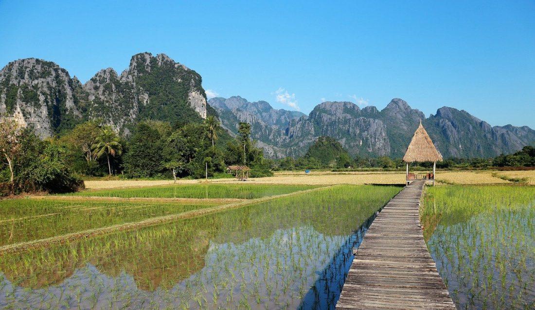 pont à Vang vieng au laos voyage en famille