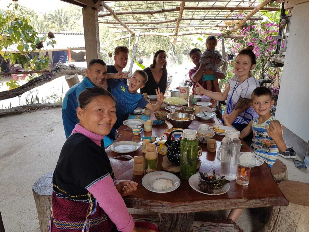 famille karen en thailande voyage en famille