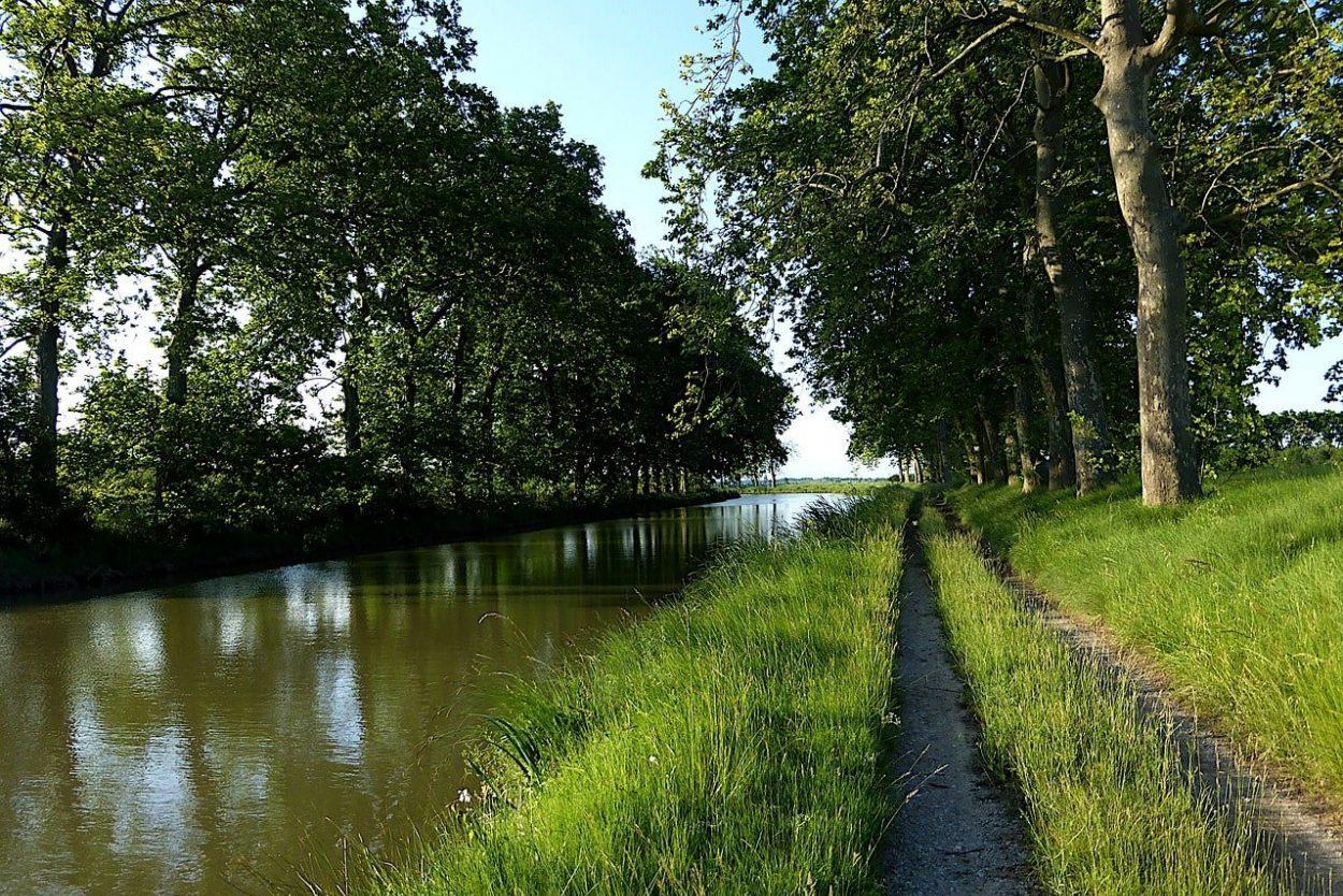 chemin le long du canal du midi