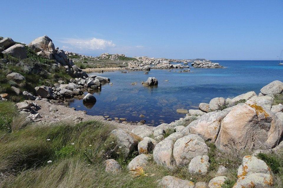 plage paradisiaque sur les îles lavezzi